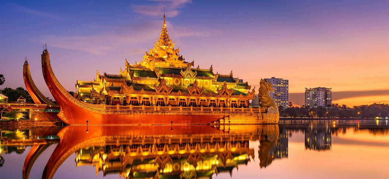 Yangon, Karaweik Palace